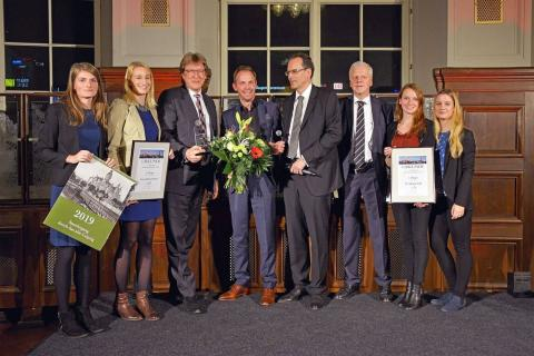 Die Preisträger: Prof. Andreas Schulz (3.v.l.) für das Gewandhausorchester und Dr. Michael Maul (4.v.l.), Intendant des Bachfests Leipzig, erhielten den Leipziger Tourismuspreis 2018 von Volker Bremer (LTM GmbH)