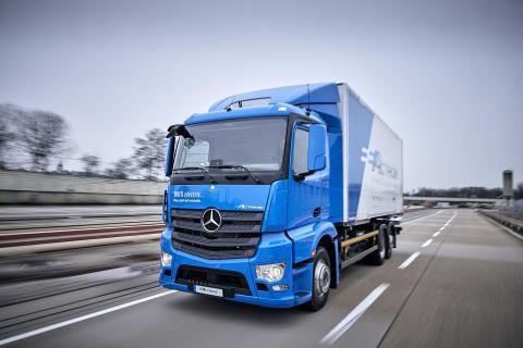 Elektrisk lastbil fra Mercedes ruller ud til de første kunder
