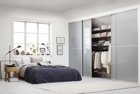 Elfa, Vista skydedøre og Classic indretning i soveværelset - Elfa ...