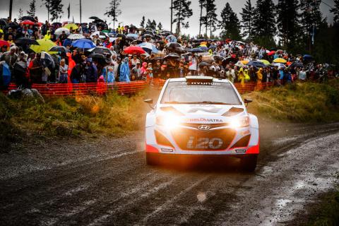 Storm og regn i Rally Finland