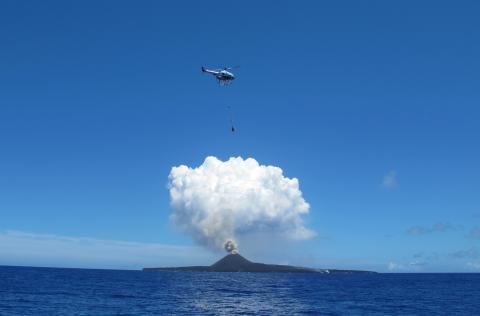 2019040901_002xx_commendation_UMS_西之島火山観測_4000