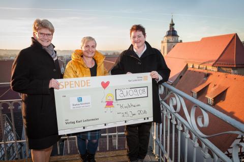 Kunden des Verlags Karl Leitermeier erspielen rund 3.200 Euro für den Aktionskreis