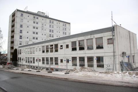 Den gamle lavblokken hadde sett bedre tider. Bildet er fra februar 2015.