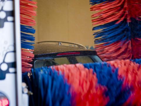 Bilvask 9 - bil i vaskehal