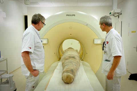 CT scanning of the mummy Ankhhor at Academic Medical Centre (AMC) in Amsterdam.