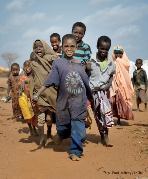 Intersport och Svenska kyrkan i samarbete för att aktivera unga i flyktingläger