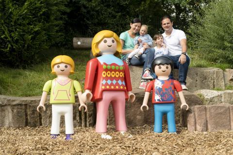 Familie im PLAYMOBIL-FunPark