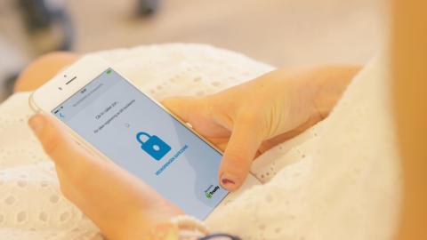 Nu får barn veckopengen till sitt bankkonto – appen Veckopengen & Trustly bakom den unika tjänsten