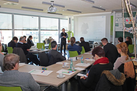 """Round Table """"Vernetzung von regionalen Unternehmen und jungen Talenten"""" am 4. März 2016"""