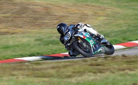 Delad SM-ledning för Lukas Bäckström efter Superbike-premiären