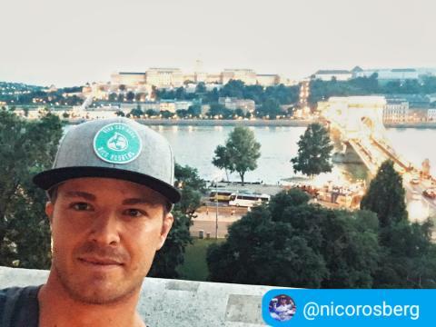 Nico Rosberg mit seiner VcA Cap in Action für Wasser
