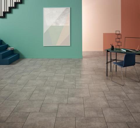Amtico Spacia: moderna, urbana och funktionella LVT-golv med designer som liknar betonggolv.