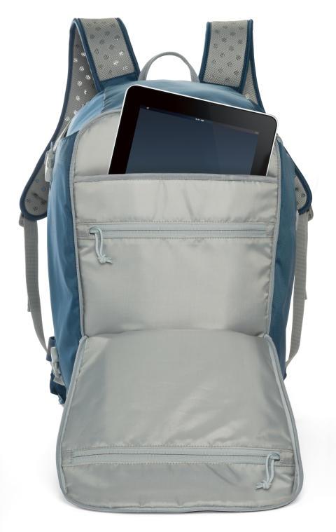 Lowepro FlipSide Sport 20L blå, öppen med iPad