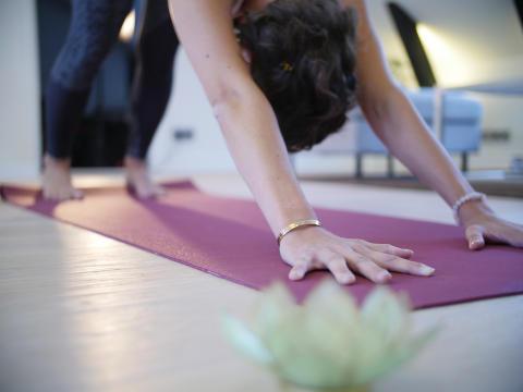 Yoga och träna på studentrummet, eller där det passar