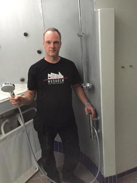 Teknisk ansvarlig Michael Fredskov, Musholm, med hansgrohe Crometta Vario EcoSmart bruser