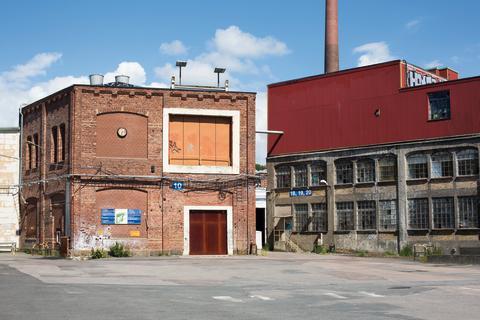 Ny kostym ska skydda gamla fabriksbyggnaden