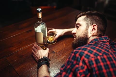 Foreslår substitusjonsbehandling av alkoholavhengighet