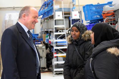 Flygtninge i god dialog med rengøringsdirektøren