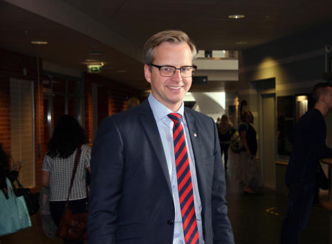 Mikael Damberg (s) besökte Högskolan Väst