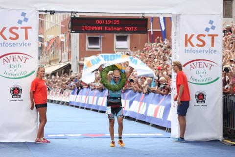 Sol, vind och vatten. Jodie Swallow och Pedro Gomes segervinnare vid IRONMAN Kalmar Sweden 2013.