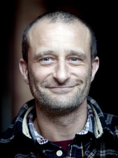 Porträtt Jo Strømgren - Den hypnotiska tapeten