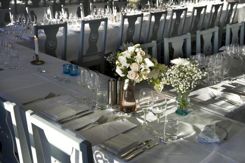 Junibackens-festvåning-bröllopsdukning