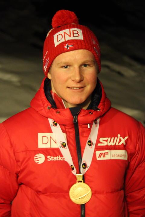 Harald Øygard med gullmedalje etter normalprogram ungdom menn, junior-VM 2016