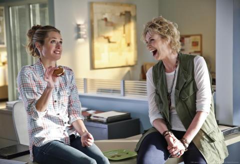 FOX Tv Sverige stärker sitt sitcomutbud med den nya komediserien Angel From Hell