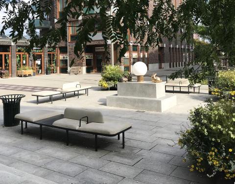 Plymå soffor, design Mattias Stenberg. Holma torg, Malmö