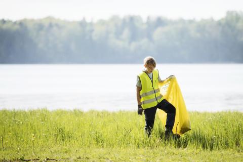 I helgen städas Slottskogen i Göteborg av föreningsungdomar