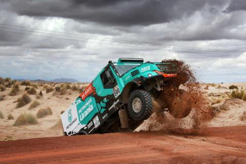 De Rooyn tiimi ja Goodyear palkintopallille Dakar-rallissa