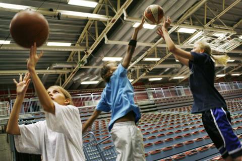 United Sisters Malmö & Malbas basketförening samarbetar för idrottstjejers självkänsla