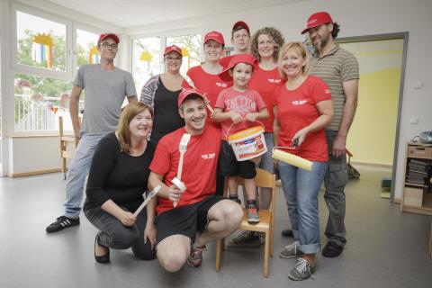 Santander Mitarbeiter geben Kindergarten neuen Anstrich