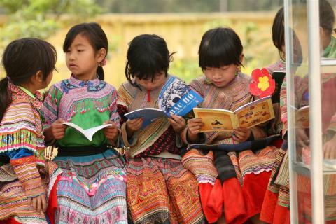 UNICEF och Rädda Barnen besöker IKEA för att samla in 110 miljoner till barn i världen