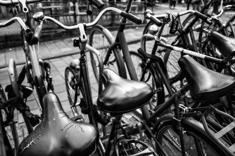 Piteå Kommun flyttar felparkerade och övergivna cyklar från stadskärnan.