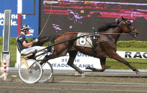 Victory Tilly vinner Nat Ray Trot på Meadowlands på nytt världsrekord, år 2002