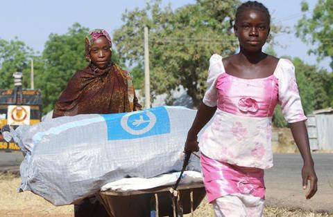 Flickor i ett flyktingläger i Nigeria