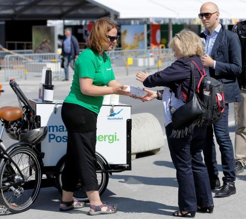 425 liter sportdryck bjöd AkzoNobel på i Almedalen