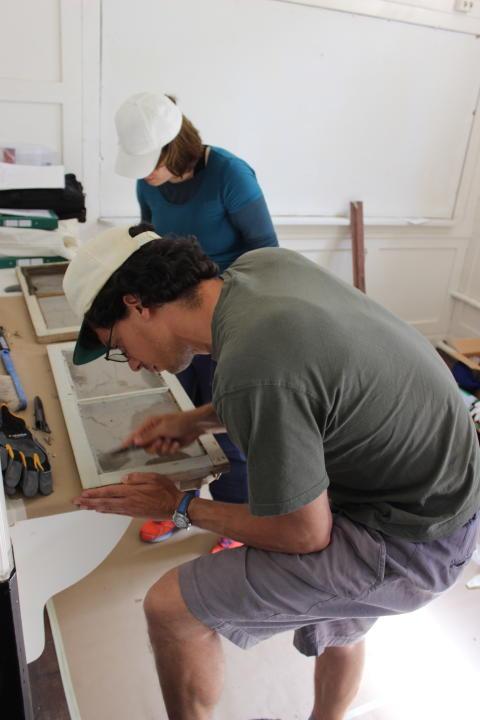 Fönsterrenovering på Knivsta byggnadsvårdsläger