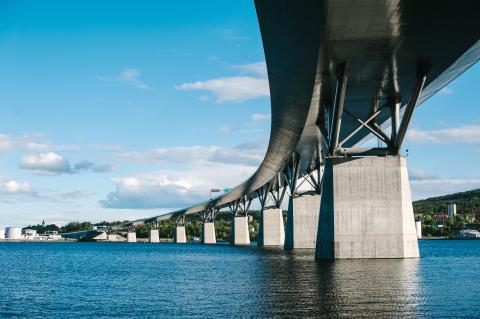 Nu driftsätts Sveriges längsta broledning för fjärrvärme