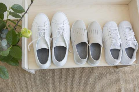 Fräscha sneakers längre_lägg i en sula