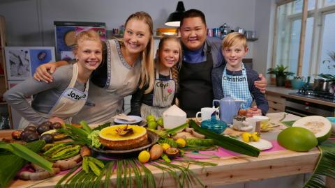 Klar, parat, bag: Luna og YouSee laver fanprogram om kager