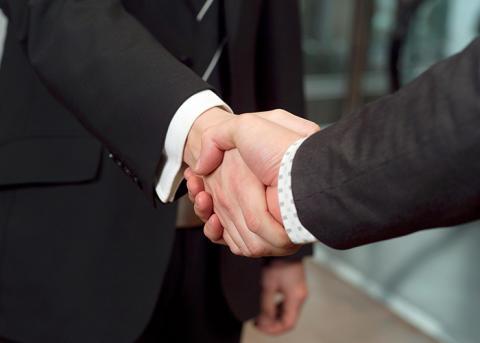 Banker samarbetar för att ge kunderna service över hela landet