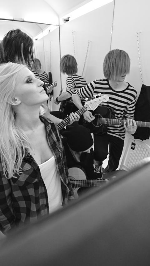 Dressing Room Sessions – Tantrum To Blind