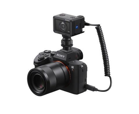 Sony présente sa nouvelle solution photographique RX0 avec le lancement d'un nouveau câble de sortie pour double prise de vue