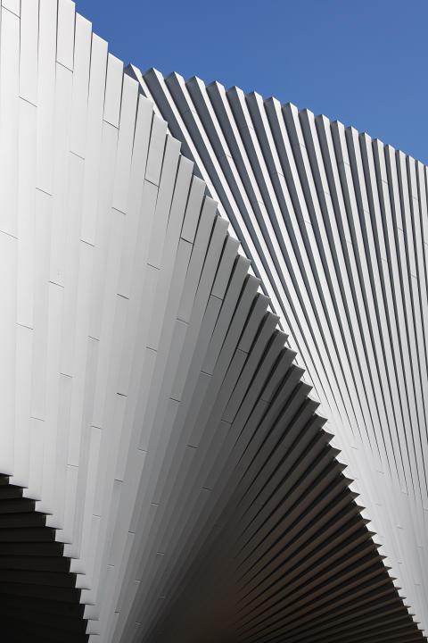 Aufgrund des architektonischen Anspruches fügt sich das neue Museum als eigenes Kunstobjekt in den vorhandenen Skulpturenpark ein.