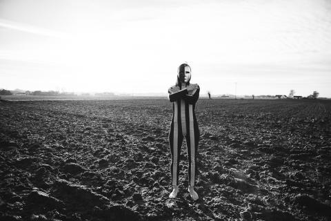 """""""Under ytan""""  - en fotografisk utställning på Triangeln i Malmö"""
