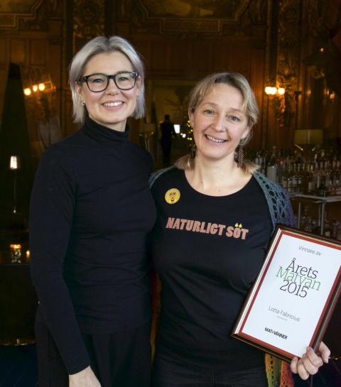 Mat&Vänners chefredaktör Pia Bendel med Årets Matvän Lotta Fabricius Kristiansen.