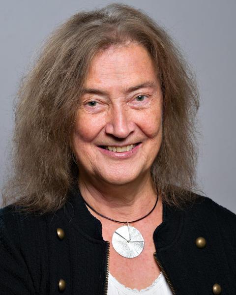 Yvonne de Martin (C)