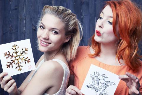 Elsa Billgren och Tove Styrke designar julens gåvokort